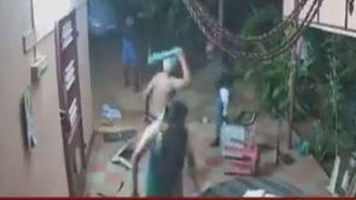 Video Viral Kakek Nenek Lawan Perampok Hanya Gunakan Sandal dan Kursi Pelaku Lari Kocar-kacir