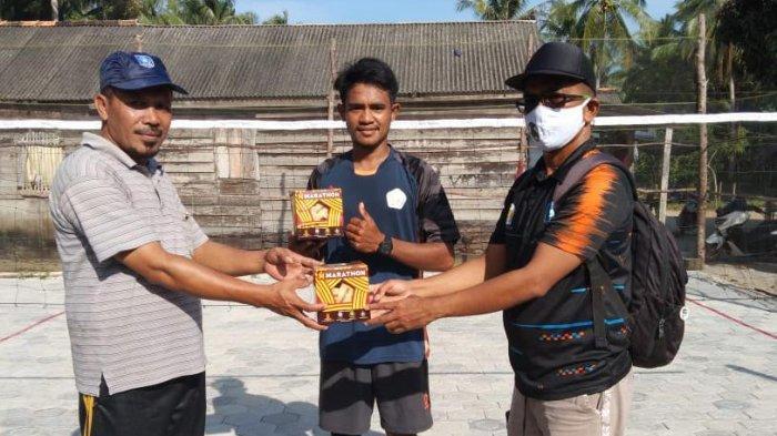 PSTI Babel Lakukan Pertandingan Persahabatan dan Serahkan Bola Sepaktakraw ke Club Se Babel