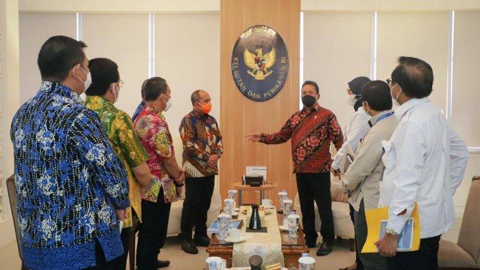 Wali Kota Pangkalpinang Maulan Aklil (Molen) melakukan pertemuan dengan Menteri Kelautan dan Perikanan (KKP) RI Sakti Wahyu Trenggono, di Kantor Kementerian KKP RI Jakarta, Rabu (3/2/2021)