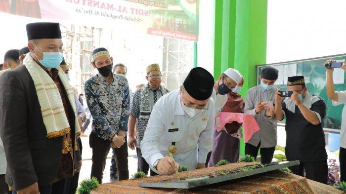 Resmikan Gedung SDIT Al-Mansyur Balunijuk, Erzaldi Senang Kehadiran Sekolah Hafiz Alquran