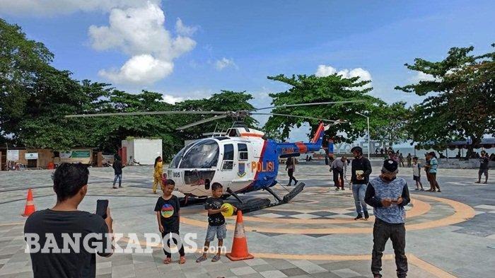 Mumpung Ada Helikopter, Warga Manfaatkan Heli Milik Polda Bangka Belitung Untuk Berfoto