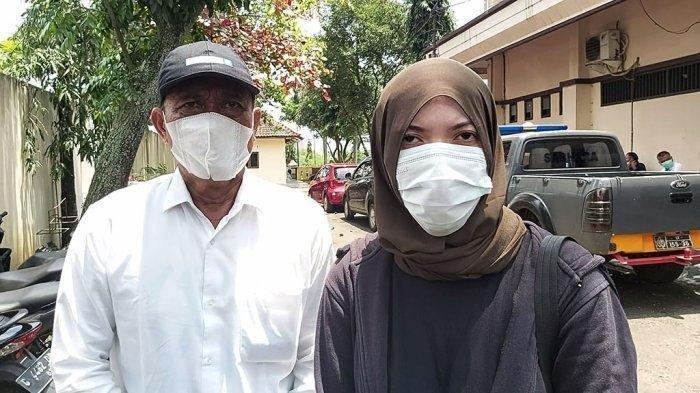 NA (27) (kanan) warga Kecamatan Paninggaran, Kabupaten Pekalongan, Jawa Tengah melaporkan ke Unit Perlindungan Perempuan dan Anak (PPA) Polres Pekalongan, mengadukan salah satu kepala desa, di Kecamatan Paninggaran yang dituding telah menghamili dan ingkar menikahinya.