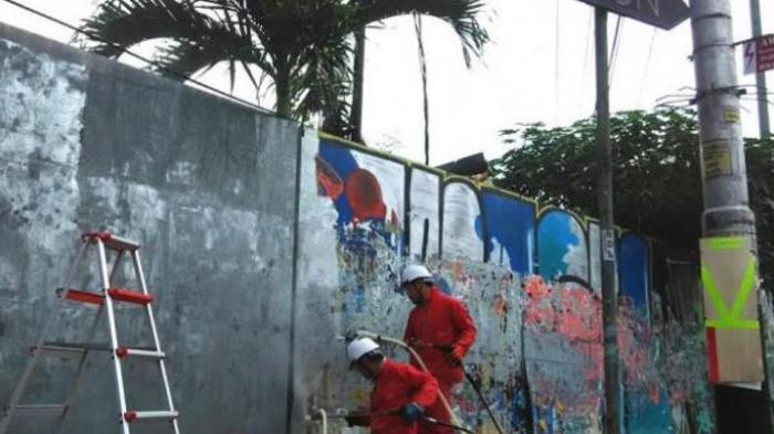 4 Warga Jepang Berseragam Merah Bersihkan Vandalisme di Yogyakarta, Alasannya Mengejutkan