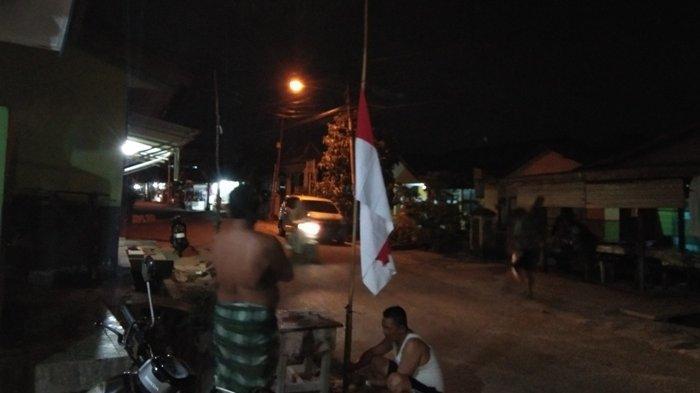 Warga Pintu Air Pasang Bendera Setengah Tiang Sebagai Penghormatan Kepada BJ Habibie