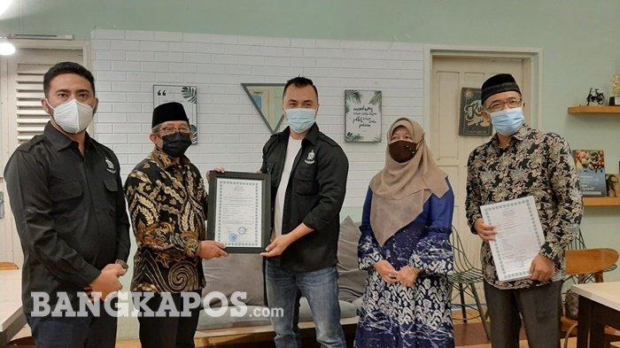 Warkop Papa Terima Sertifikat Halal dari LPPOM MUI Bangka Belitung, Ingin Berikan Produk Terbaik