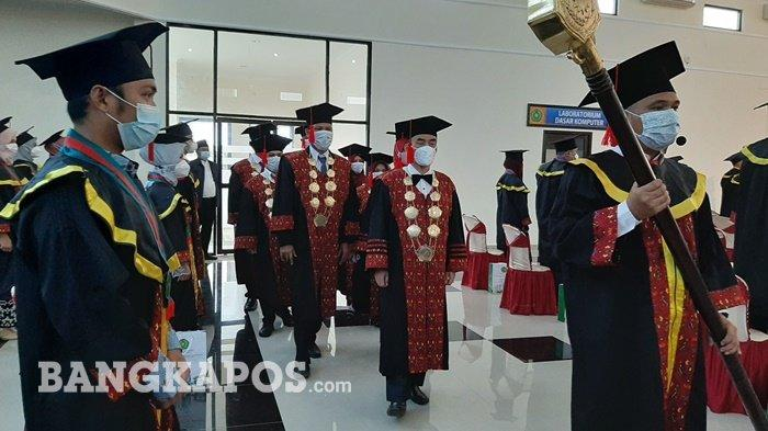 Prosesi pelaksanaan wisudah angkatan VI & VII tahun 2021 Universitas Muhammadiyah Bangka Belitung, Rabu (27/1/2021).