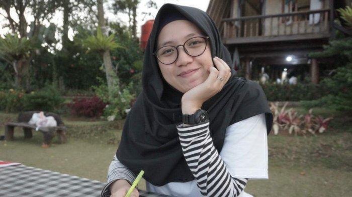 Alasan Ini Bikin Gadis Cantik Ini Menunda Keinginan Liburan ke Belitung
