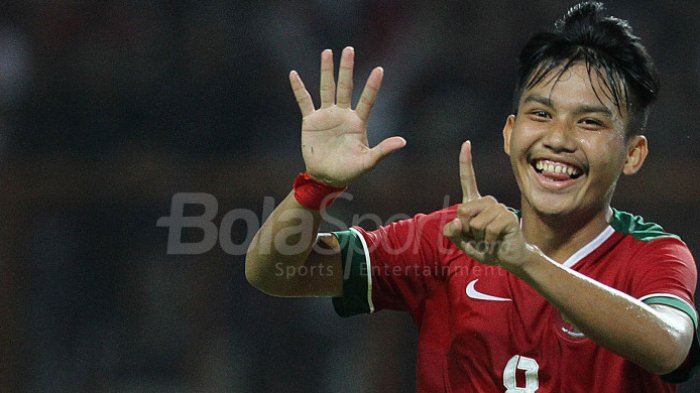 Selebrasi pemain tim nasional U-19 Indonesia, Witan Sulaeman, seusai mencetak gol ke gawang Thailand pada Minggu (8/10/2017).