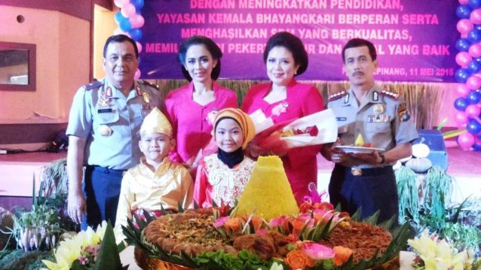 Yayasan Kemala Bhayangkara Potong Tumpeng HUT ke-36