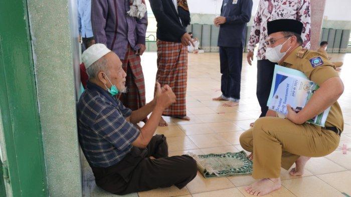 Salat Zuhur Bersama Warga, Gubernur Erzaldi Dorong Masyarakat Untuk Perbanyak Ibadah