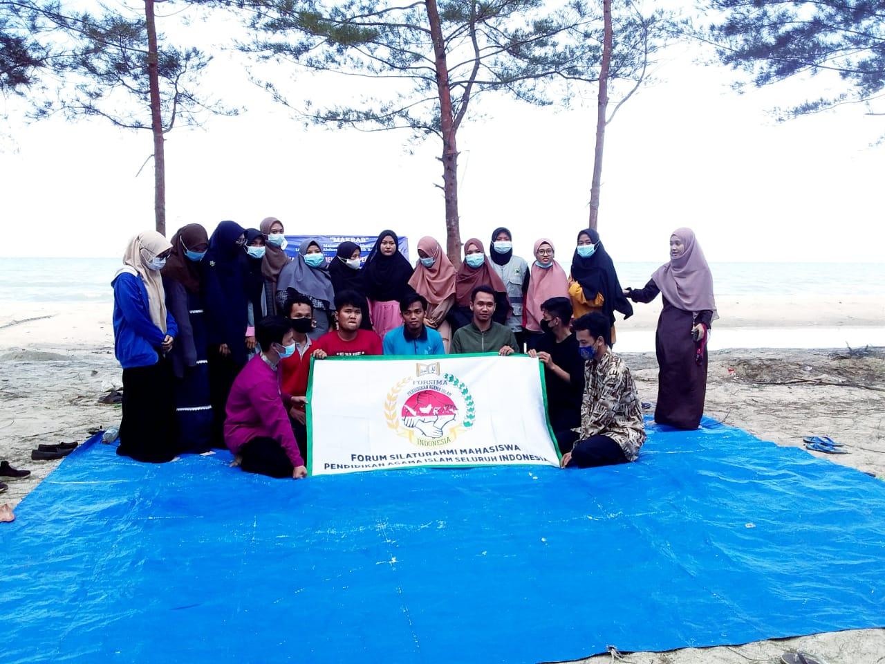 HIMA PAI IAIN SAS Bangka Belitung saat mengadakan acara Makrab (malam keakraban) di Pantai Temberan, Air Anyir, Kabupaten Bangka, Sabtu, (10-11/07/ 2021)