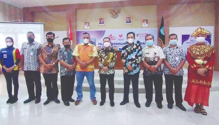 PT Indomarco Prismatama, perusahaan retail Indomaret bekerja sama dengan Pemkab Bangka mengadakan Pelatihan Kewirausahaan Mandiri  Industri Kecil Menengah (IKM) di Ruang OR Bangka Setara Kantor Bupati Bangka, Kamis (23/9).