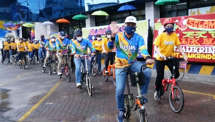 Saeful Hadi, Area Head Bank Mandiri Pangkalpinang bersama Karyawan saat memulai gowes menuju Alun - Alun Taman Merdeka Pangkalpinang