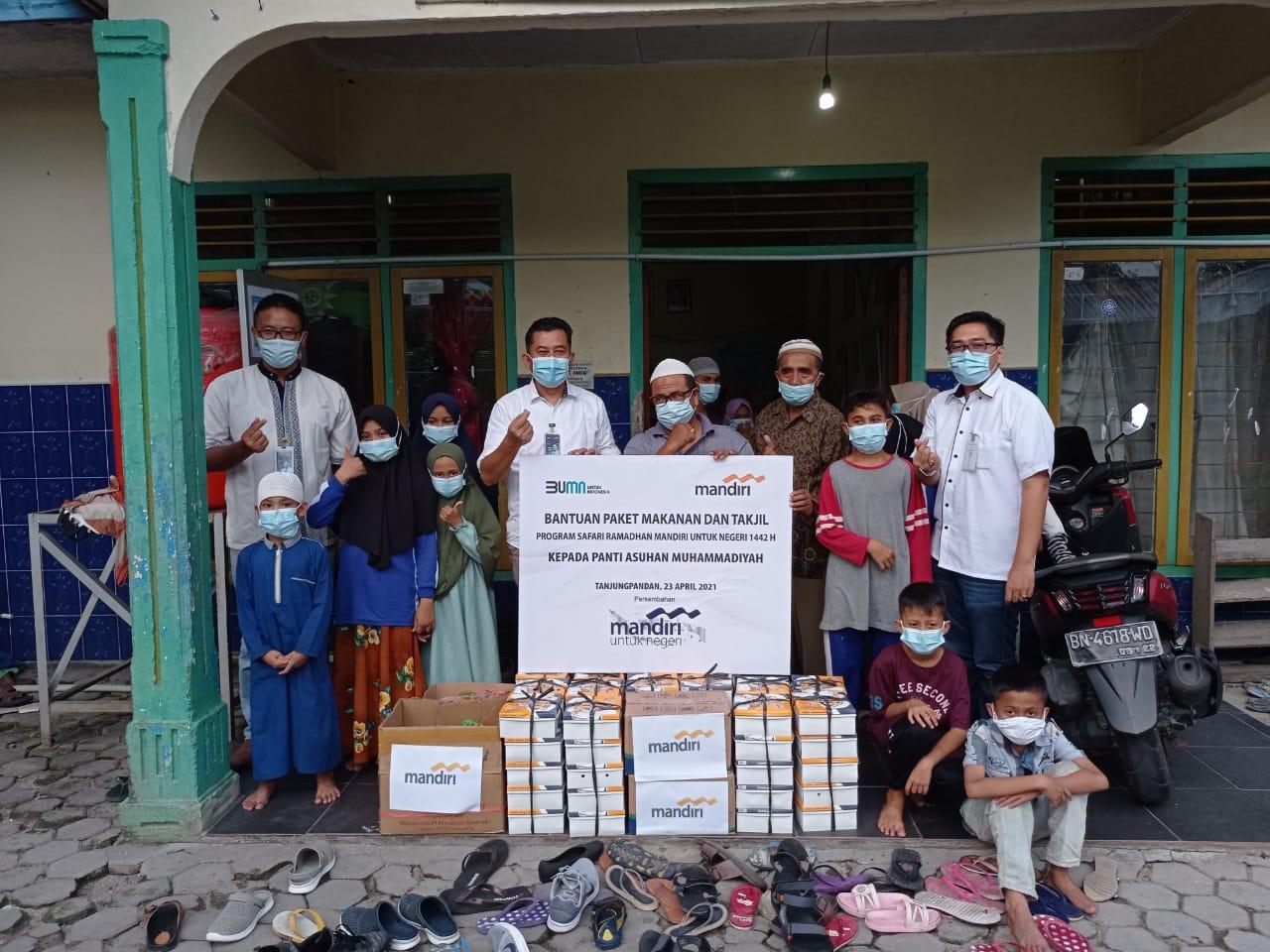 Pemberian paket bingkisan makanan dan takjil Ramadhan ke Panti Asuhan Muhammadiyah Tanjungpandan, Jum'at (23/04/2021)