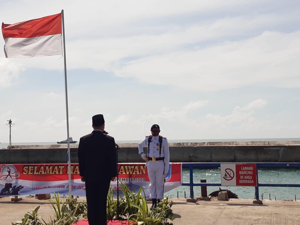 Inspektur Upacara Ketua Pengadilan negeri Bangka Barat dan sebagai Komandan Upacara Danposal Muntok