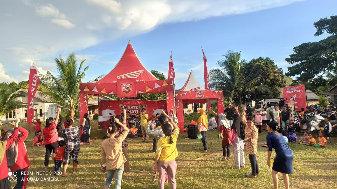 Senam bersama, Dealer Honda TDM Payung melakukan kegiatan Roadshow Satu Hati bersama Honda bagi warga Desa Ranggung, kec. Payung  Bangka Selatan