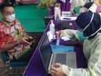 20210211_penjabat-sekda-bangka-selatan-achmad-ansyori-saat-screening-vaksinasi-coronavac.jpg