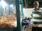 20210224_yulianto-penjual-gorengan-di-jl-kampung-melayu-pasar-pagi-pangkalpinang.jpg