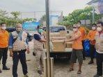 20210316_relawan-covid-19-simpul-babel-menyerahkan-bantuan-kepada-pemdes-bencah.jpg