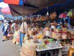 20210504-pedagang-kue-lebaran-di-kawasan-pasar-ratu-tunggal-atau-dekat-kawasan-btc.jpg