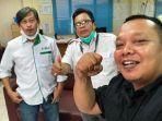 20210524-pemimpin-redaksi-bangka-pos-group-ibnu-taufik-juwariyanto-bersama-eddy-jajang-dan-albana.jpg