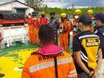 20210611-tim-sar-gabungan-melaksanakan-evakuasi-satu-abk-kapal-tangker-bahamas-lng-dream.jpg