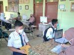 20210615-calon-siswa-bertemu-panitia-ppdb-sma-negeri-1-payung.jpg
