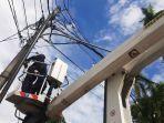 20210615-pemkot-pangkalpinang-dengan-pihak-jaringan-kabel-merapikan-jaringan-kabel.jpg
