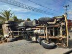 20210619-dump-truk-terbalik.jpg