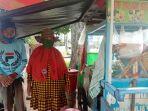 20210621-dalila-67-dan-idris-74-penjual-es-buah-di-jl-merdeka-kecamatan-tamansari.jpg