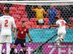 20210623-pemain-depan-inggris-raheem-sterling-kanan-mencetak-gol-pembuka-inggris-vs-republik-ceko.jpg