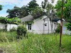 20210625-kondisi-beberapa-rumah-dinas-dewan-bangka-tengah-yang-tampak-dipenuhi-rerumputan.jpg