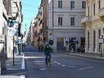 20210706-sebuah-mobil-polisi-kota-berpatroli-di-piazza.jpg