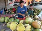 20210712-pedagang-kelapa-muda.jpg