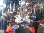 20210713-nelayan-yang-menduduki-kip-cbl-menikmati-makan-siang-selasa-1372021.jpg