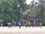 20210713-tampak-personil-gabungan-siaga-di-pantai-airantu-kecamatan-riausilip.jpg