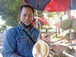 20210716ete-jaket-biru-penjual-durian-di-depan-kodim-0413-bangka.jpg