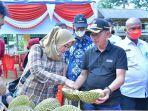 20210717-bupati-bangka-makan-durian-bersama-jajaran-kepala-opd-dan-pejuang-kemanusiaan.jpg