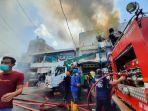 20210727-personel-pemadam-kebakaran.jpg
