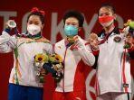 20210730-podium-medali-olimpiade-tokyo-2020-cabor-angkat-besi-kelas-49-kg-putri.jpg