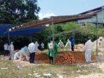 20210801-proses-pemakaman-covid-19-dengan-protokol-kesehatan-di-kabupaten-bangka-selatan.jpg