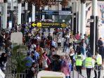 20210812-kesibukan-calon-penumpang-di-bandara-soekarno-hatta-cengkareng-tangerang.jpg