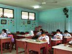 20210816-sejumlah-siswa-kelas-iii-sd-negeri-15-pangkalpinang-melakukan-aktivitas-ptm-terbatas.jpg