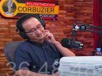 20210823-dr-gunawan-saat-diberi-sekoper-uang-pada-acara-podcast-deddy-corbuzier.jpg