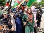 20210830-ratusan-wanita-siap-perangi-taliban.jpg