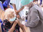 20211001-masyarakat-mengikuti-vaksinasi-gotong-royong-yang-digelar-pt-timah.jpg