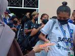 20211005-tim-sepakbola-putri-asal-babel-usai-bertanding-melawan-kalten-di-pon-xx-papua.jpg
