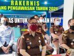 20211006-kajari-bangka-barat-helena-octavianne-mengikuti-rakernis.jpg