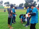 20211014-tim-asprov-pssi-bangka-belitung-saat-melakukan-verifikasi-stadion-pangkal-lalang.jpg
