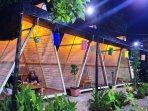 20211015-suasana-makan-di-kafe-rest-area.jpg